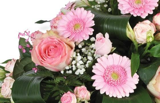 """Fleurs en Deuil  vue sur les gerberas et les roses de la Composition de fleurs deuil rose """"Repos Eternel"""""""